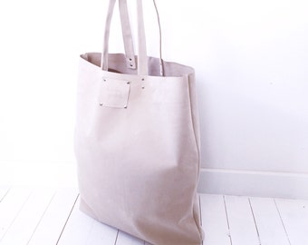 Giant sand leather tote