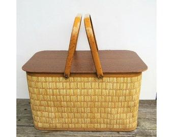 Vintage Redmon Wicker Picnic Basket, Retro Wicker Basket, Beach Basket, Lunch Basket, Picnic in the Park, Farmhouse Decor Cottage Decor