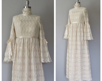 70s lace wedding gown size xs / vintage lace wedding gown