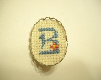 """Vintage Cross Stitched Initial """"B"""" Pin (9699)"""