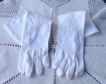 Vintage Beaded Floral Nosegay Gloves . Long White Cotton Gloves . Wedding Gloves . Bridal Gloves . Bride's Gloves