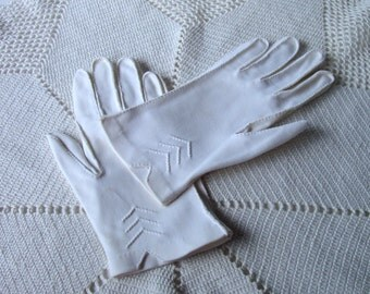 White Cotton Chevron Gloves Vintage c1950s