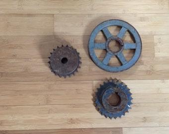 Sale! FREE SHIPPING! Vintage rusty gears, set of gears, industrial decor