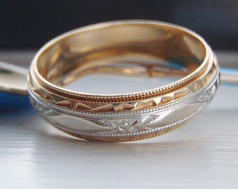 Vintage Solid Gold Men's Wedding Band. Two Tone Very Stylish & Handsome. Fabulous Condition with Crisp Milgrain Edges. Size 12 / Y, 14K 14CT
