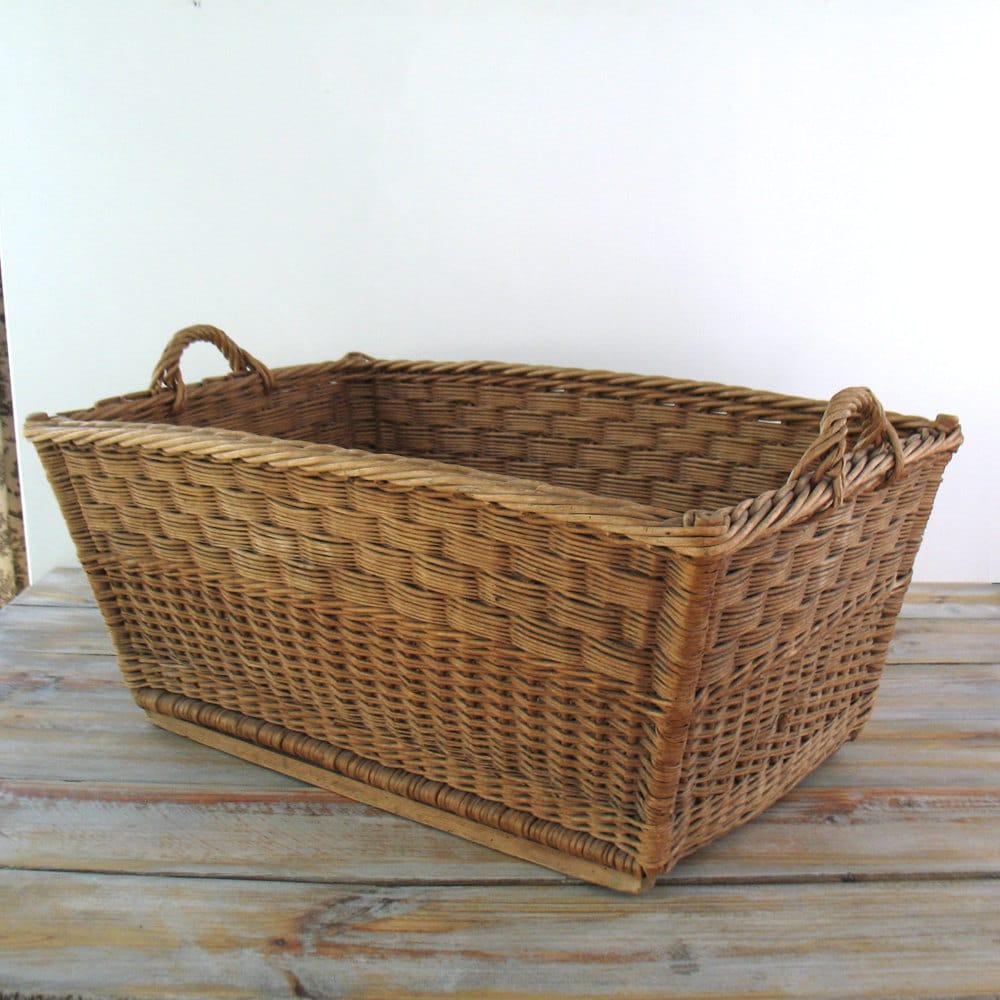 vintage french wicker laundry basket. Black Bedroom Furniture Sets. Home Design Ideas