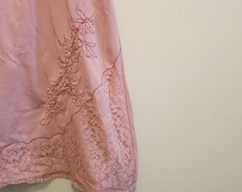 Half Slip MARSALA delicate earthy red neutral floral embroidered 1950s vintage M