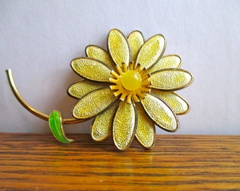 Vintage Yellow Daisy Pin