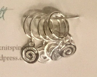 Snag-free knitting stitch markers -- set of five -- silver spirals