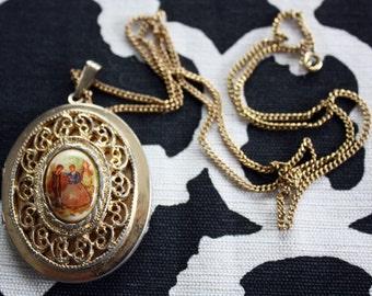 Sweet Vintage Locket Necklace