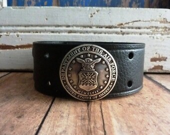 US Air Force MEN's Leather Cuff Bracelet> Air Force/ Soldier/ Honor Of Fallen Soldiers/ Military/ US Armed Forces/ Veterans/ Marines/ Army/