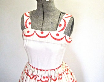 XS - S 50s Sundress Scallop Print White Red Full Skirt Party Cotton Day Casual Dress by Jody of California Extra Small