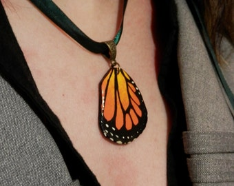 MONARCH BUTTERFLY NECKLACE. Hand painted butterfly wing. Polymer clay pendant. Fimo. Fairy wing. Nature. Danaus plexippus