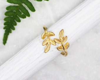 Gold Leaf Ring, Adjustable Ring, Dainty Gold Ring, Adjustable Leaf Ring, Laurel Leaf Ring, Bridesmaids Gift, Woodland, Gifts for her