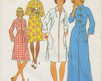 Comfy vintage 1970s robe pattern, Simplicity 7238, Size 14 - zip front