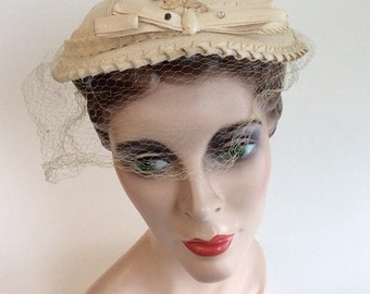 50s Cream Derby Hat With Ribbon and Bow Trim / 1950s Vintage Rhinestone Embellished Hat With Veil