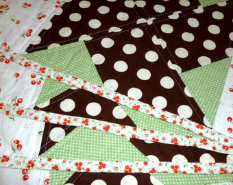 Free Shipping in US, Placemats Brown White Red Green Vingage Look set of 4, Cotton Quilted Placemats, Washable Absorbent, Country kitchen