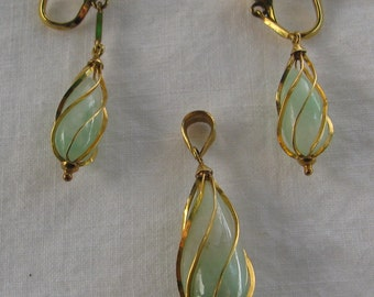 Exquisite 14K Gold and Mint Jade Wrapped Teardrop Demi Parure, Matching Earrings and Pendant
