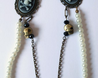 "Necklace double row ""Old Fashioned Skulls"" vintage beads."