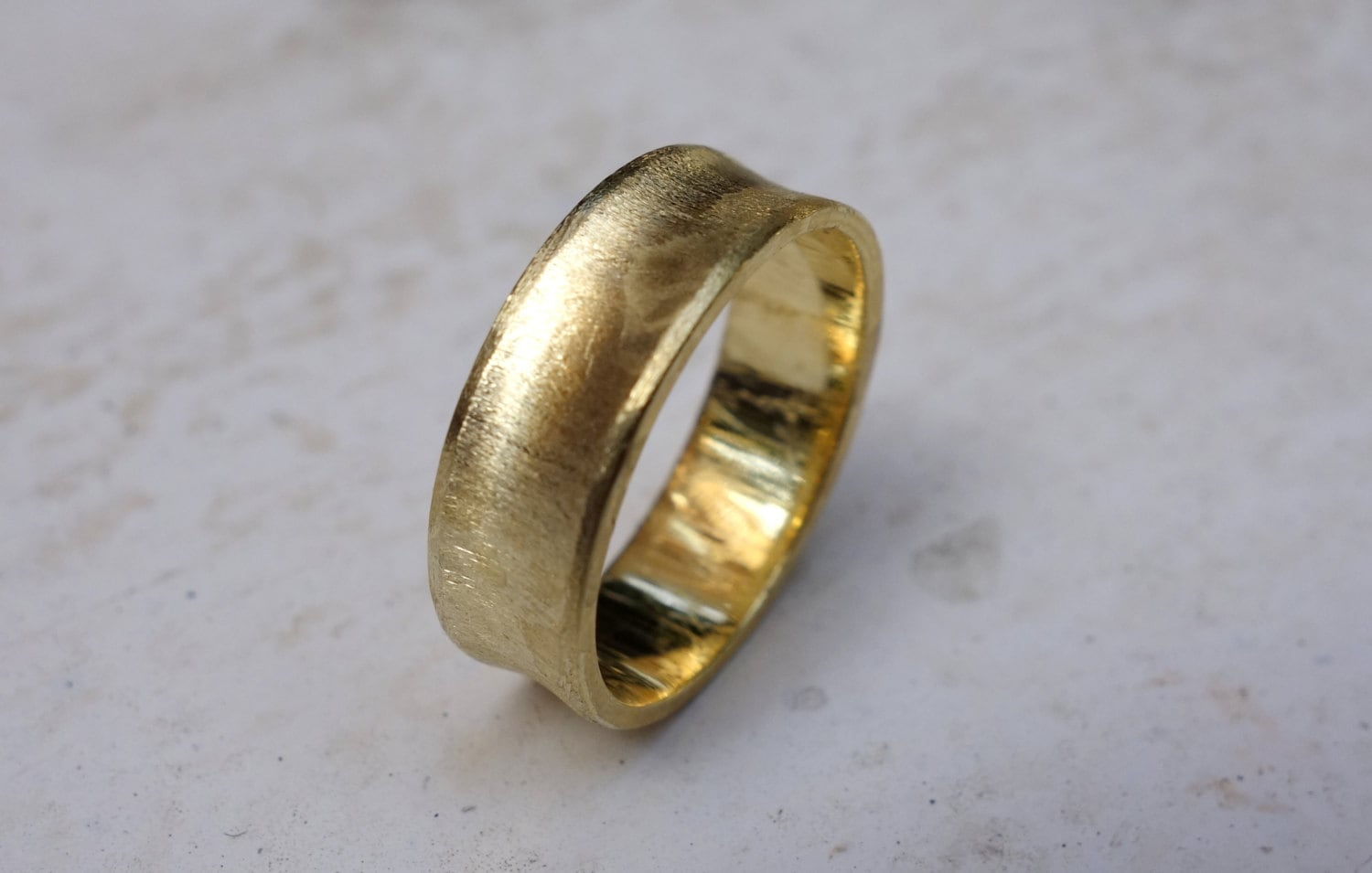 gold wedding band scratch gold ring s wedding band