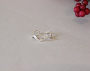 Adjustable wave toe ring, midi ring, above the knuckle ring, plain sterling silver toe ring, sea creature, beach, ocean, charm toe ring