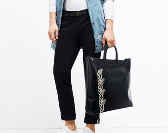 Handbag in Spanish leather and handmade golden braids.