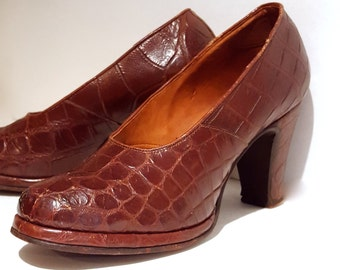 Steppin' out in style heels | Vintage 1940s pumps | 40s brown alligator shoes | 7