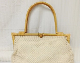 Knit Purse ,tan,purse,bag,summer purse,Bamboo Wood Frame and Handles