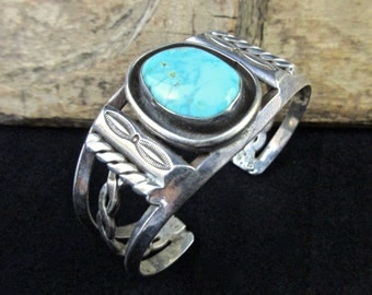41g Vintage Navajo Sterling Silver Cuff Bracelet w Vibrant Blue Gem Turquoise! Beautiful Old Piece! Perfect 4 Stacking!