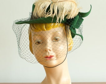 vintage 1940s hat / 40s forest green feathered tilt / In the Pines Hat