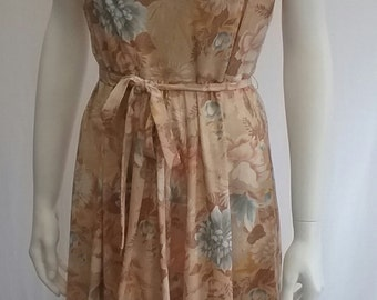 Pretty 1970s Vintage Floral Day Dress