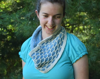 Blue and Cream Honeycomb Cowl || Handknit Cowl