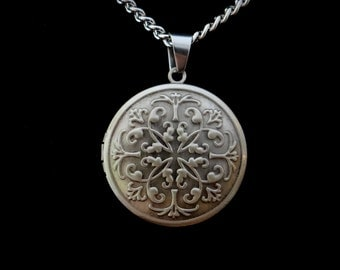 Antique Silver Men's locket or Women's locket for Men or Women