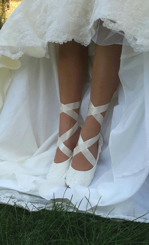 Commojn Grounds White Shoe
