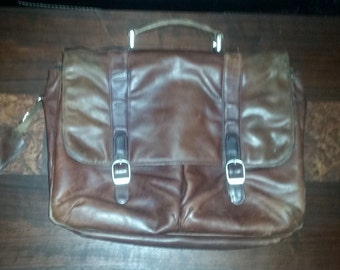 Samsonite Business Casual Series Flap Over Leather Messenger Laptop Bag