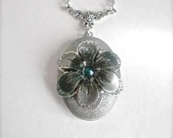 Turquoise Rhinestone Flower locket, Rhinestone Flower Locket Necklace, Oval Locket Necklace, Photo Locket, Art Nouveau Locket, Gift for Her