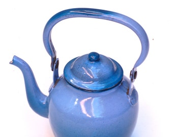 Petite bouilloire en métal émaillé bleu en ty and die, blue kettle, Frenchvintagecharm, Brocante française