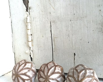 Flower Decorative Knob, Ceramic Knobs, Rustic Knobs, Cabinet Decor, Dresser Knobs, Drawer Knobs, Home Decor, Flower Decor, Antique Knob