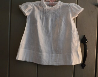 This is a sweet vintage  baby dress