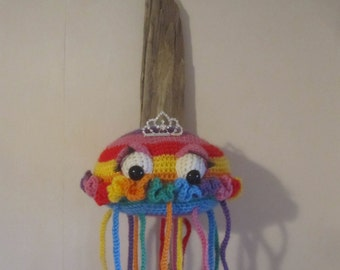 Crochet Trophy Head Faux Taxidermy Home Decor Rainbow Jellyfish Wall Hanging Amigurumi *BEROL* Driftwood Mount Textile Art Soft Sculpture