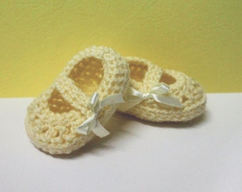 Baby girl crotchet booties, FREE SHIPPING! Baby booties with straps, pink baby booties, newborn shoes, crotchet booties, yellow baby shoes