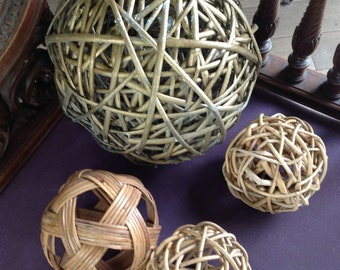 Set of 4 balls made of twisted willow.