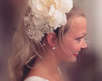 flower Hair clip. Babys breath Wedding Hair comb white wedding comb. White wedding comb. Hair accessory. Floral hair accessory