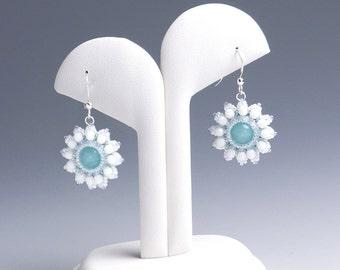 White flower earrings, white wedding earrings, snow crystal, snow earrings, beaded flower earrings, white beaded earrings for her, 375