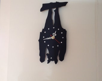 Hanging bat clock