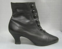 Vintage 80s 90s Retro Victorian BOOTS Edwardian STEAMPUNK Style Black Leather Louis Heels Buttons  Zippers  7M