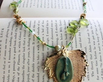 Green bud necklace