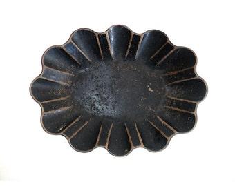 French Bread Basket,  Scalloped Mache Paper Dish Bowl Tray, Napoleon III Fruit Basket, Black Brown Platter