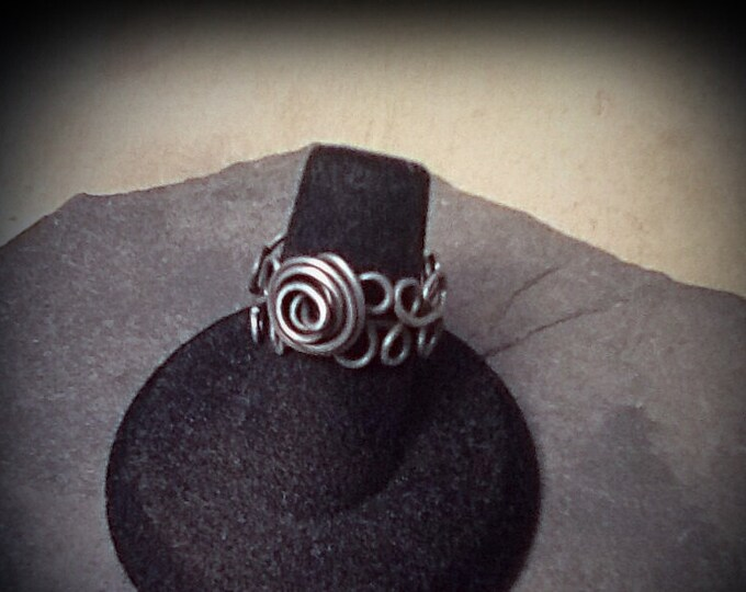 Wire wrapped steel floral ring