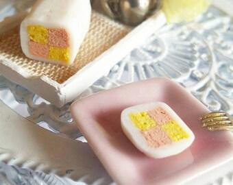 1:12 dollhouse miniature Battenberg cake / miniature food / miniature pastry shop / Battenberg cake scale one inch / miniature cake 1/12
