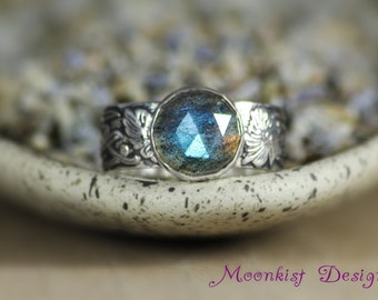 Art Nouveau Ring with Rose Cut Labradorite in Sterling - Silver Vintage-style Ring with Elegant Floral Band - Color Change Gemstone